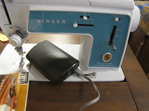 Singer Sewing Machine With Wood Sewing Stand