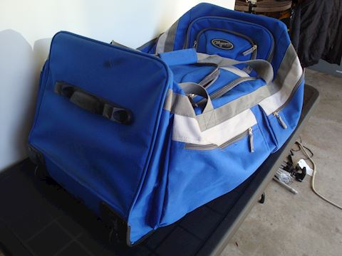 Olympia USA Duffle roller bag Lot #124