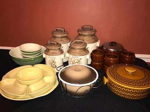 Mixed lot ceramic & pottery kitchenware