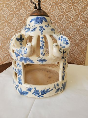 Chinese ceramic blue and white house with copper