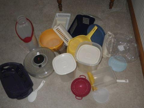 Lot #19 - Plasticware