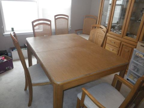 Stanley Dining Room Table and 6 Chairs