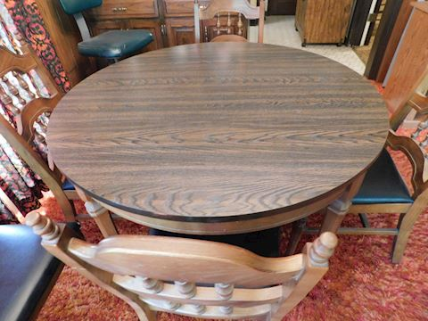 053 Fomica Table Wood Base w/5 Chairs & 1 Leaf