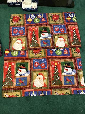 Beautiful king size Christmas comforter & Shams