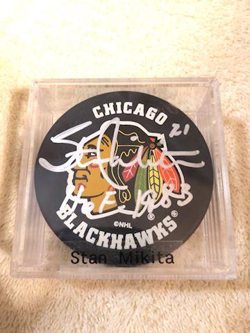 Hockey puck chgo. Blackhawks