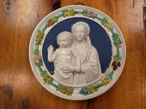 "VINTAGE MADONNA AND CHILD 9-1/2"" POTTERY PLACQUE"