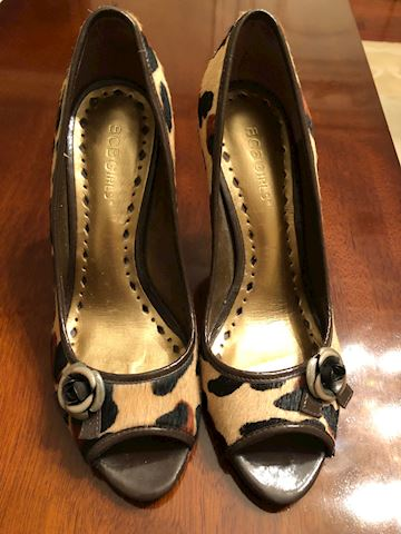 BCBG  Shoes size 37-1/2