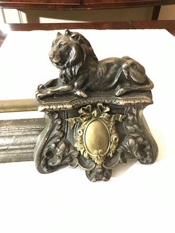 Liv.  589.  Brass Lions Fireplace Guard