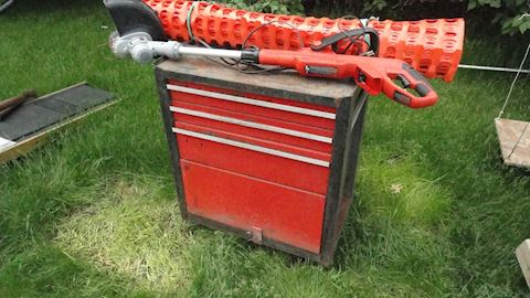 Rolling tool chest, weed whip, snowfence Lot #25