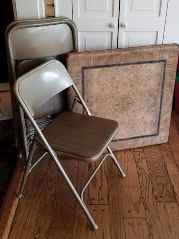 Card table with 4 metal chairs