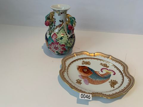 Lot 0046 Signed Dallas Museum of Art china