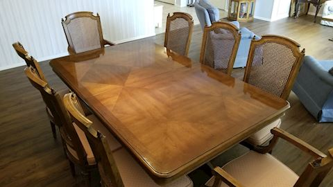 Henredon dining table and 8 matching chairs