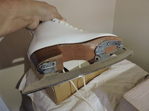Riedell Skating Shoes w/ Box Sheffield Club Blades
