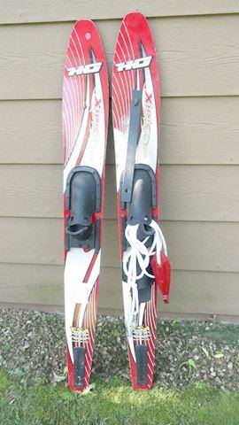 HO XtraJC59 water skis w/stab bar & rope Lot #158