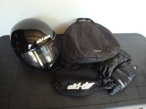 Ski-doo Helmet, fannie pack Flexor Gloves Lot #64