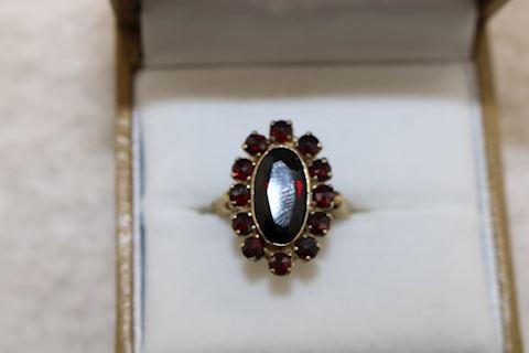 Antique  333 8K Gold Garnet Ring  Size 4    3.5g