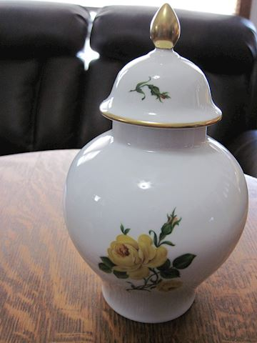 Kaiser Vase with Lid