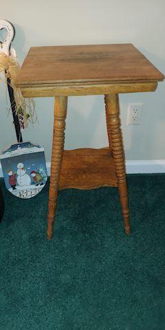 Antique oak spindle table