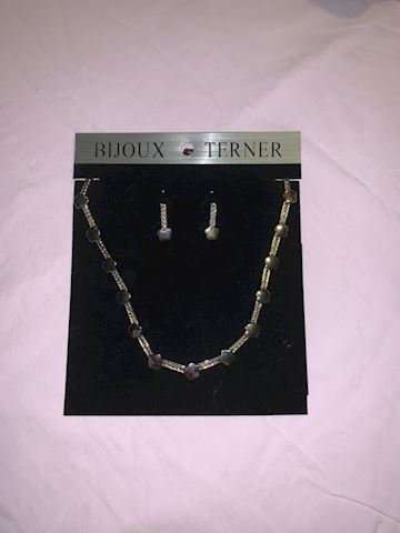nice necklace and earriing set nickel free.