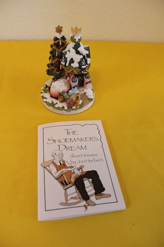 The Shoemaker's Dream Christmas Tree Figurine