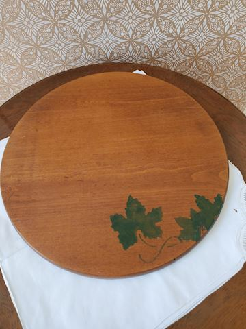 Wood and cheese board with grape leaf motif G-13