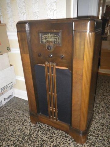 Vintage RCA Victor Radio