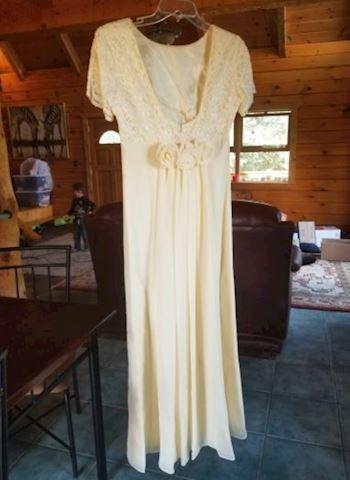 Vintage Cream Wedding/ Formal Dress Size 4