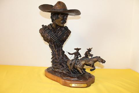 Run for Juarez Bronze Statue