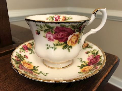 Royal Albert Old Country Roses 4 Cups/Saucers