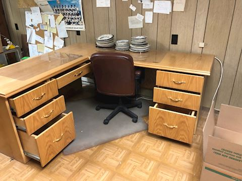 L-shaped desk with three drawers on each side