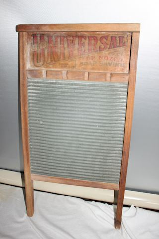 Old Deluxe Wash Board