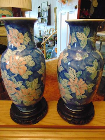 Matching Chinese Vases