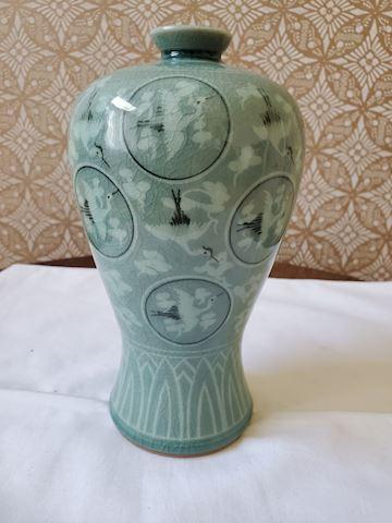 Ceramic vase with cranes