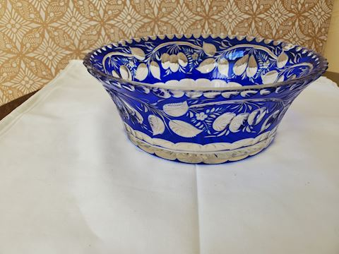 Blue and clear crystal bowl with leaf pattern