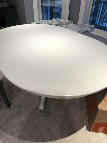 White Pedestal  Dining  Table / Leaf