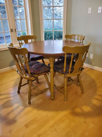 Round kitchen table with 4 mustard chairs F-26