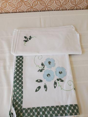 Cream applique tablecloth and napkin set