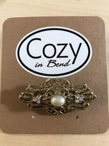 Gold brooch clear stone pearl