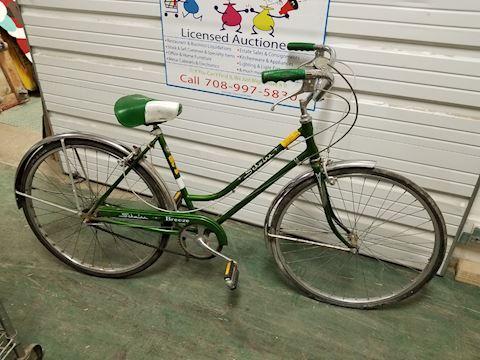 """Vintage Schwinn Breeze Ladies 26"""" bicycle"""