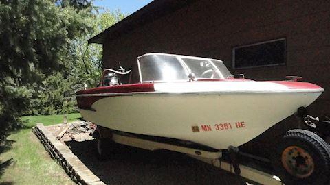 1961 Glastron Fiberglass Boat, Motor & Tr Lot # 6