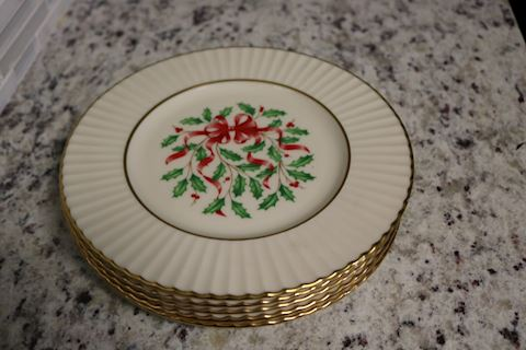 5 Lenox Holiday Sculpted Dessert Plates