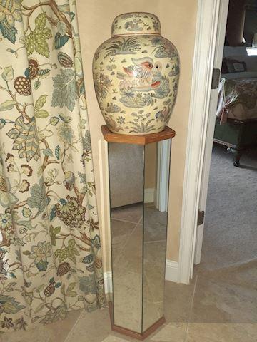 2 Mirrored Pedestals