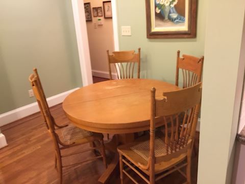 Farmhouse Round Table w/ 4 Chairs