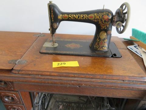 Singer Threddle Sewing Machine