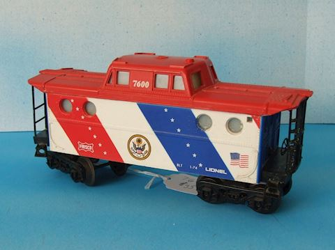 7600 ** BICENTENNIAL TYPE II LIGHTED CABOOSE 1974
