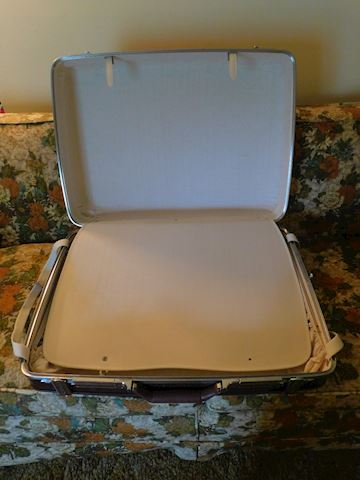 199 American Tourister luggage w/ Handle