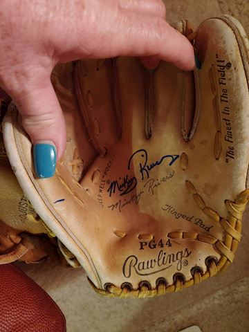 New York Yankees Mickey Rivers autographed glove