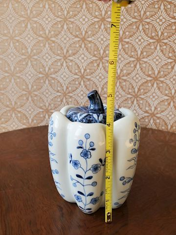 Blue and white porcelain jelly jar