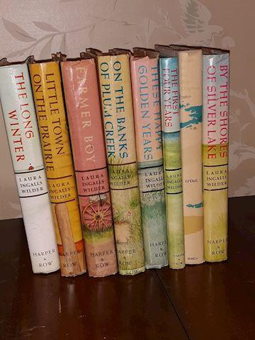 """SR  361  Laura Ingalls Wilder """"7 Book set"""""""