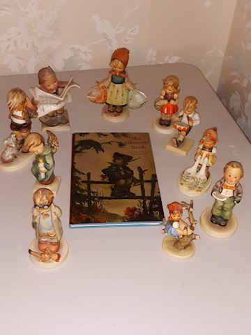 """SR  357  """"10 pc Collection of Hummels w/Book"""""""